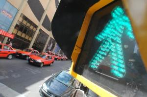 Pedestres podem ter mais tempo para atravessarem as ruas  Crédito: Vinicius Roratto / CP Memória