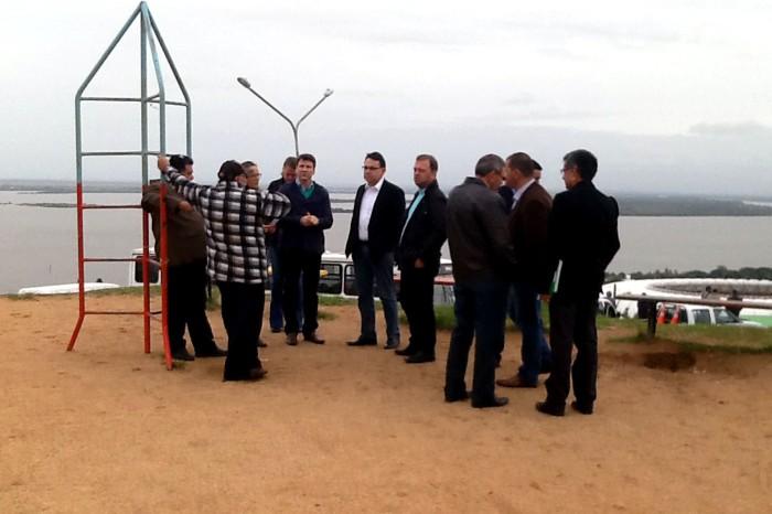 Representantes de secretarias vistoriaram serviços na região Foto: Nicollas Motta/Divulgação PMPA