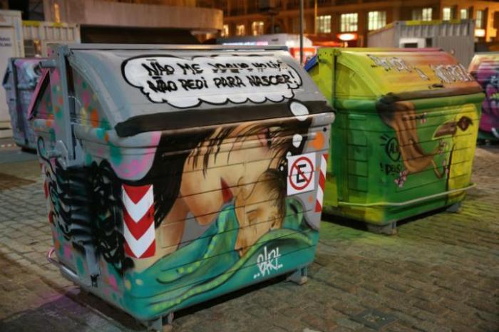 Vinte depósitos de lixo foram decorados por grafiteiros em frente ao Mercado Público  Crédito: Ricardo Giusti