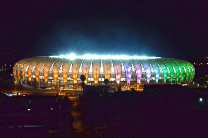 Técnicos de iluminação fizeram testes das luzes nas cores das seleções  Crédito: Carlos Oliveira/Especial CP