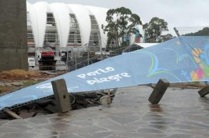 Chuva e vento causam danos em estruturas temporárias do Beira-Rio  Crédito: Tarsila Pereira