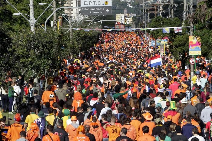 Caminho do Gol foi tomado pela torcida laranja Foto: Ricardo Giusti/PMPA