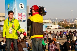 Equipe coreana da televisão KBS atuando no Anfiteatro Foto: Joel Vargas/PMPA
