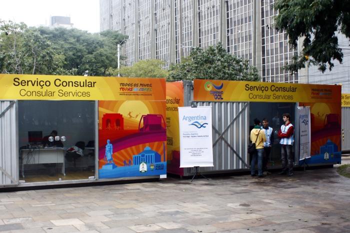Argentinos já procuram escritório consular na Praça Isabel, a Católica Foto: Evandro Oliveira/PMPA