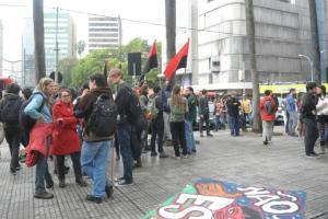 Grupo de cerca de 100 pessoas protesta contra Copa do Mundo  Crédito: Tarsila Pereira