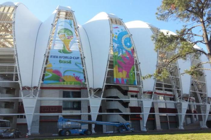 Fifa instala painéis da Copa no estádio Beira-Rio  Crédito: Alexandre Lops / Inter / CP