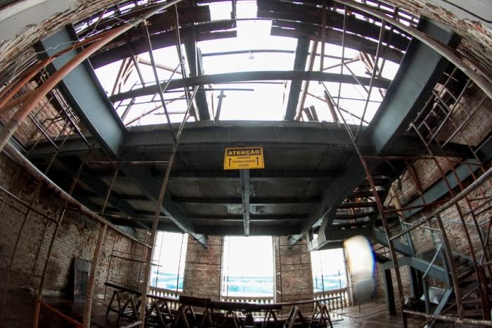 Parte da estrutura do teto ainda está incompleta | Foto: Juliano Antunes/Sul21