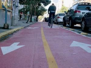 EPTC pretende terminar ano com 50 km de ciclovia concluídos em Porto Alegre  (Foto: Vanessa Silva/PMPA)