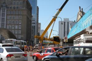 Duas faixas da avenida Julio de Castilhos foram bloqueadas  Crédito: André Ávila