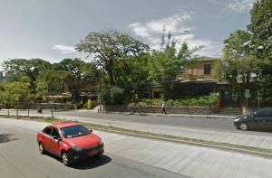 Casas listadas no Inventário do Bairro Petrópolis: baixa densidade normatizada levará ao subaproveitamento do BRT sendo implementado. Foto: Google Street View