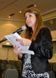 Arquiteta Angélica Crusius expõe seus questionamentos à prefeitura. Foto: Andréa Prestes