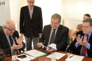 Garcia (e) promulgou lei criada a partir de projeto de Cecchim (c)