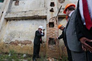 Secretário de Segurança deu início ao trabalho de demolição| Foto: Claudio Fachel/Palácio Piratini