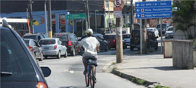 Pedestres e ciclistas são mais expostos à fumaça de carros créditos: Fotos Públicas / USP Imagens