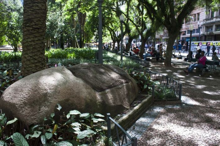 Monnumento foi furtado da Praça da Alfândega |Foto: Joel Vargas/PMPA