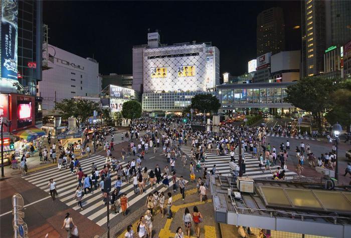 Exemplo: travessia em diagonal na cidade de Tóquio (2012) créditos: Chensiyuan