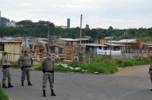 Ânimos se acirram durante reintegração de posse em Porto Alegre | Foto: André Ávila