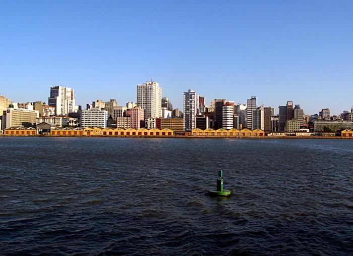 Skyline de Porto Alegre no início do século XXI (antes da reforma do Cais)