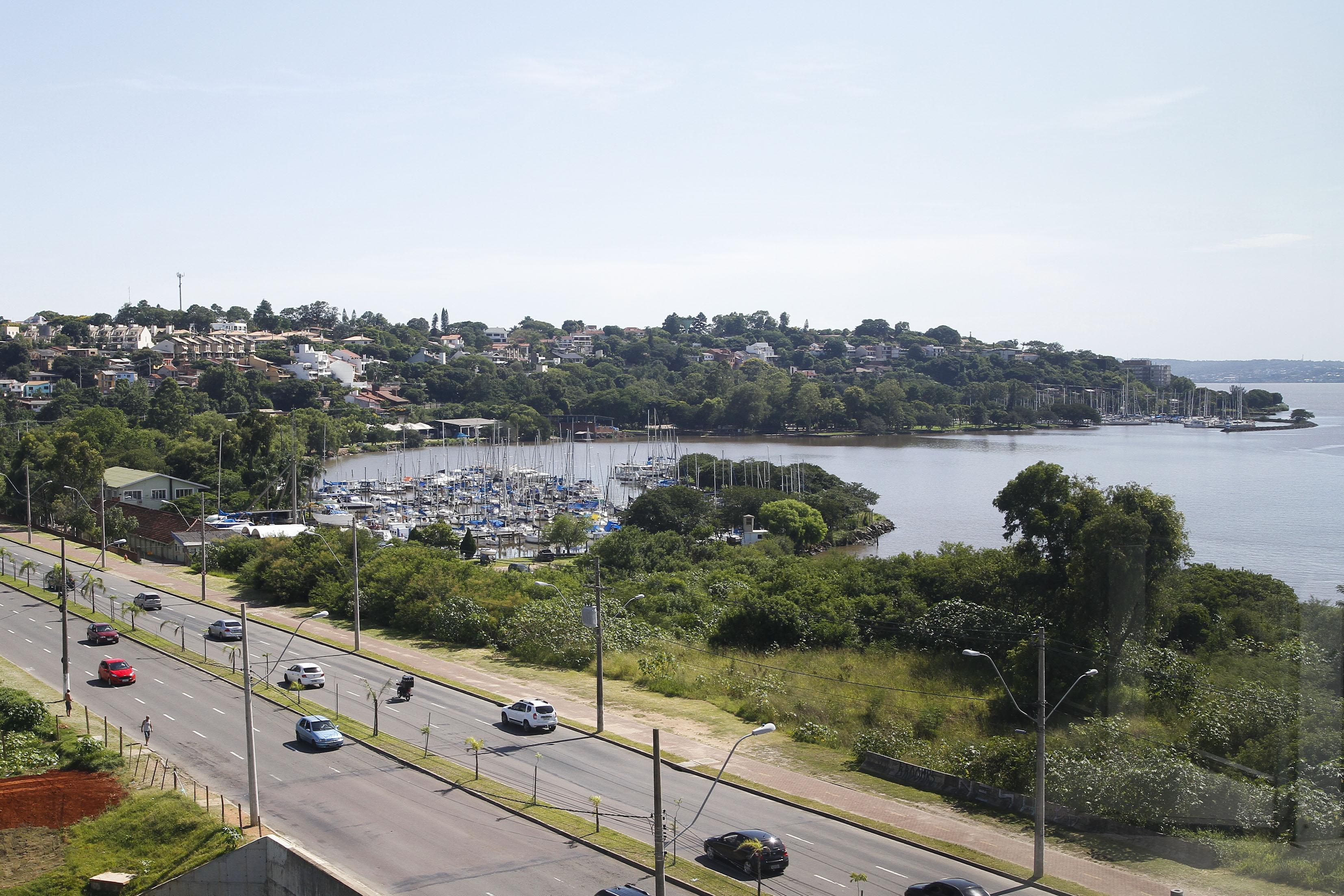 #61402D Passageiros do Linha Turismo Zona Sul visitam Mirante do Cristal 248 Janelas De Vidro Porto Alegre