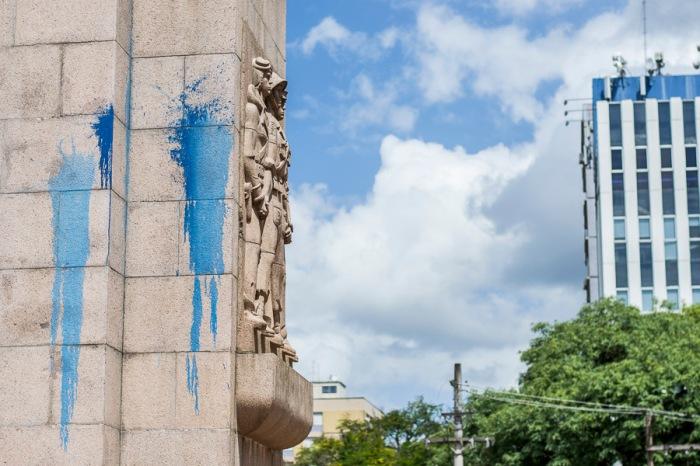 Tinta está em diversas partes do Monumento   Foto: Alina Souza/Sul21