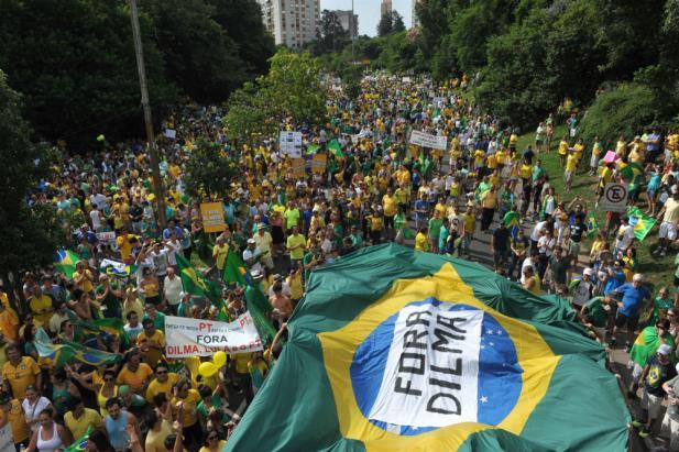 Protesto reúne 100 mil pessoas em Porto Alegre | Foto: Mauro Schaefer