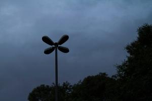 Há lugares que há postes, mas as lâmpadas estão apagadas, provocando muita escuridão|Foto: Filipe Castilhos/Sul21