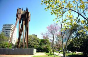 Se projeto for aprovado monumento a Castelo Branco, no Parcão, terá que mudar de nome | Foto: Carla Ruas / CP Memória