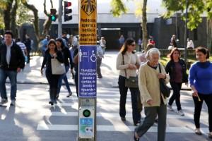 Semáforo-tem-sensor-para-cartão-de-idosos-e-portadores-de-deficiência