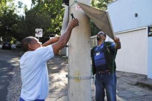 Foram apreendidos materiais como cavaletes, placas e banners Foto: Sergio Louruz/Divulgação PMPA