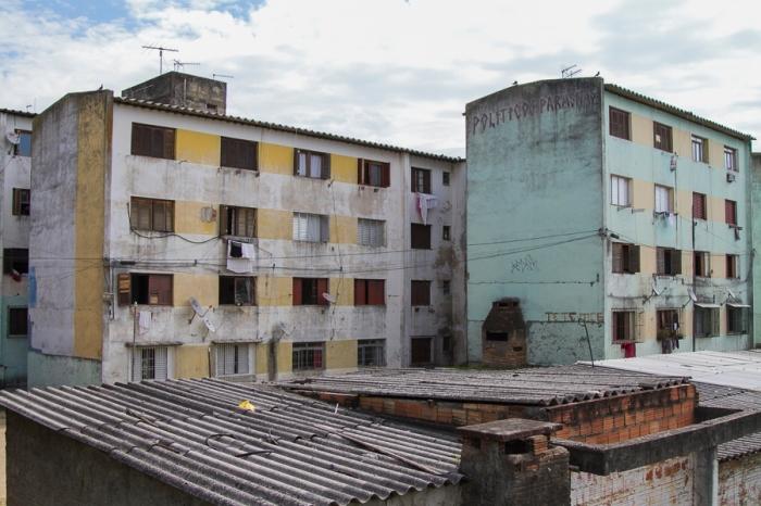 Grande parte do bairro é formado por conjuntos habitacionais erguidos pelo poder público | Foto: Filipe Castilhos/Sul21