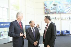 Fortunati e o governador Sartori foram recebidos por executivos da empresa Foto: Luiz Chaves/Palácio Piratini