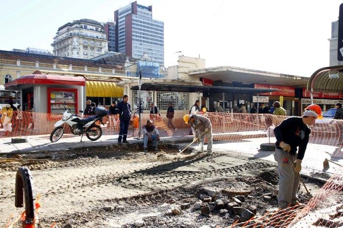 Está sendo realizada a troca de pavimento da via Foto: Maia Rubim/PMPA