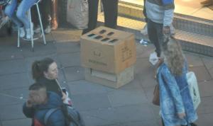 Celulares são vendidos clandestinamente nas ruas do Centro de Porto Alegre | Foto: Mauro Schaefer