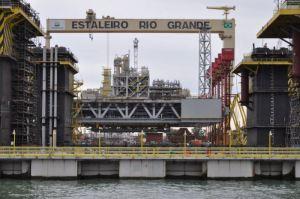 A retomada da construção das plataformas em Rio Grande mobilizou trabalhadores dos setores petroleiro e metalúrgico, interessados na continuidade das obras e na geração de empregos. (Foto: Divulgação)