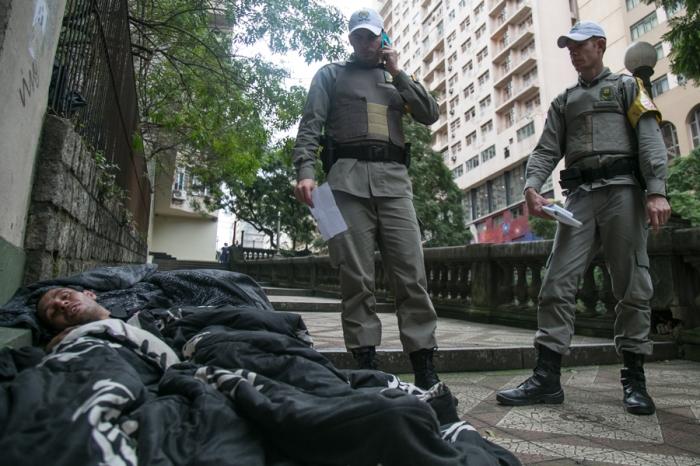Ação policial com moradores de rua do Viaduto Otávio Rocha teria sido motivada por denúncias de moradores | Foto: Caroline Ferraz/Sul21