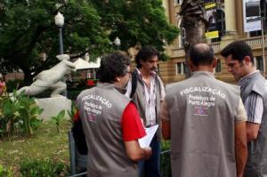 Equipe do departamento acompanha caminhões das coletas regulares Foto: Anselmo Cunha/PMPA
