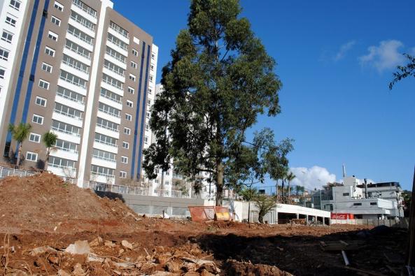 Entre os serviços estão a pavimentação do passeio externo e de amplo passeio interno Foto: Divulgação/PMPA