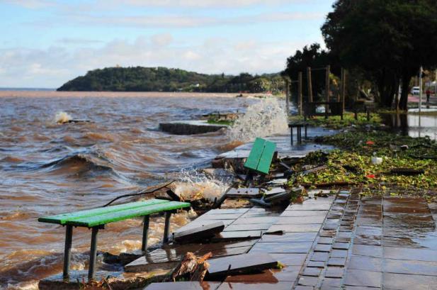 Águas do Guaíba invadem calçadão de Ipanema | Fotos: Samuel Maciel