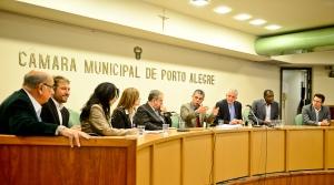 Vereadores e convidados debateram texto  Foto: Guilherme Almeida