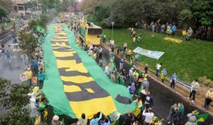 Manifestantes concentrados para iniciar caminhada pela cidade | Foto: André Ávila