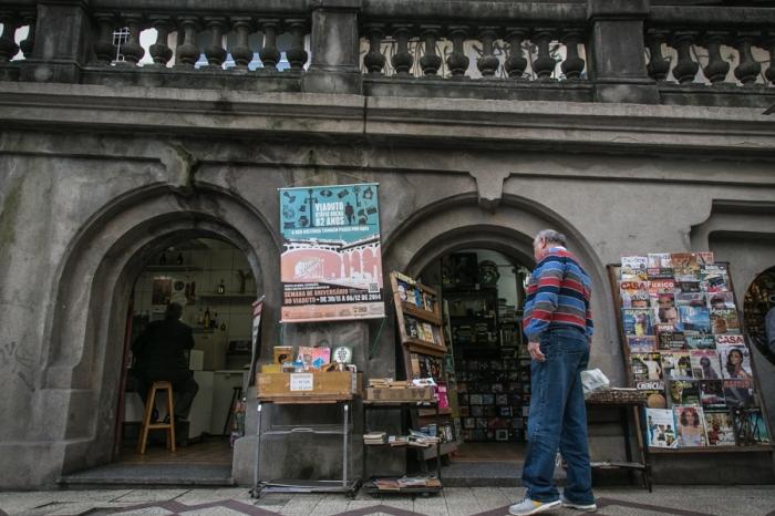 Os pequenos negócios são uma das principais marcas do Viaduto Otávio Rocha, um dos principais monumentos de Porto Alegre há 82 anos | Foto: Guilherme Santos/Sul21