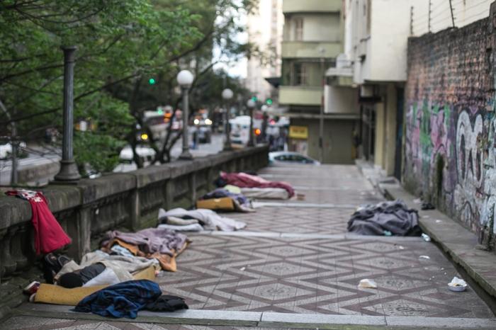Moradores do bairro reclamam da ocupação dos espaços do viaduto por pessoas em situação de rua | Foto: Guilherme Santos/Sul21