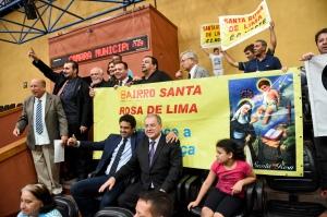 Vereadores e comunidade festejaram aprovação da proposta e emendas. Foto: Ederson Nunes