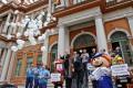 Para celebrar a marca, foram soltos, simbolicamente, 43 balões brancos Foto: Joel Vargas/PMPA