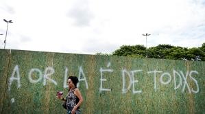 Cartão-postal de Porto Alegre, pôr do sol no lago Guaíba é 'interditado'. Edu Andrade - 20.dez.2015/Folhapress