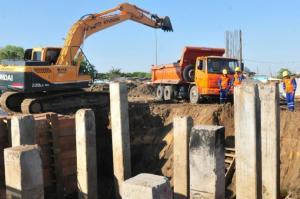 Mais de 300 operários das obras da Ponte do Guaíba são demitidos   Foto: Alina Souza / CP Memória