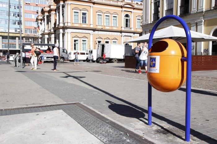Disposição dos equipamentos estimula descarte correto de resíduos Foto: Ricardo Giusti/PMPA
