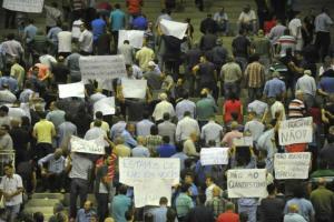 Taxistas e apoiadores do Uber não se entenderam em reunião que durou quase três horas | Foto: Fabiano do Amaral