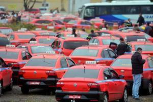 Taxistas organizam passeata contra Uber nesta terça | Foto: Guilherme Testa / cp