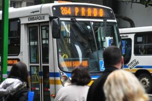 Superlotação, atrasos e aumento da tarifa são as principais reclamações dos passageiros | Foto: André Ávila / Especial / CP Memória